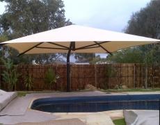 cantilevered umbrella1